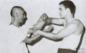Bruce Lee et Ip Man, excercice de mains collantes