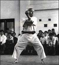 Maître Funakoshi Kata Tekki Shodan