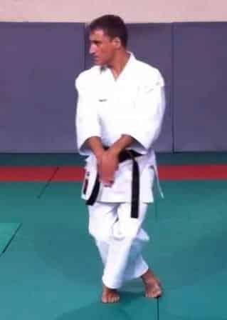 Kosa Ashi dans Tekki Shodan